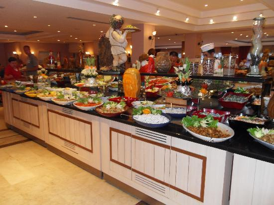 Alba Resort Hotel: Salad bar again (just to show how big it is)