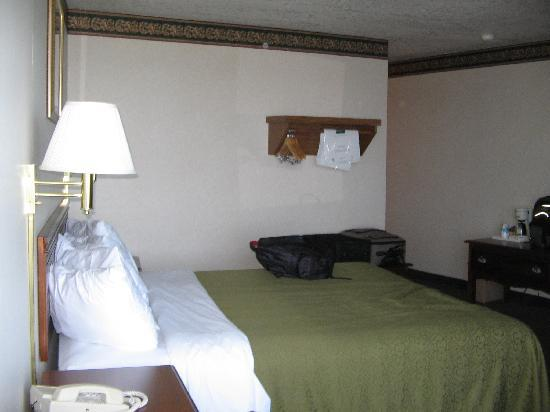 Quality Inn Lakefront : Ground floor king room
