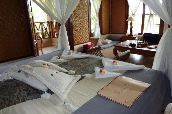 Kaliasem, Indonesia: Room and nice bed