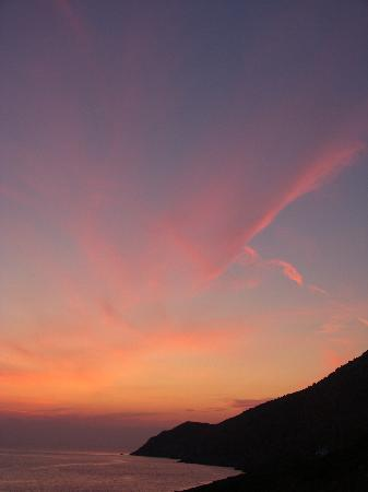 Delfini Hotel Sifnos: Sunset from the Balcony