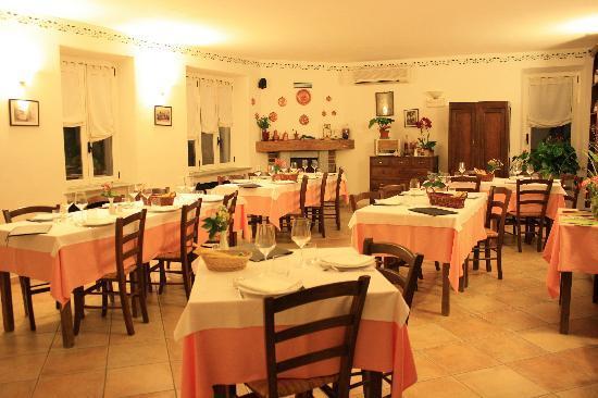 Gemutlich In Italiano : Our room as we requested  Foto di Cascina Vrona, Monteu Roero