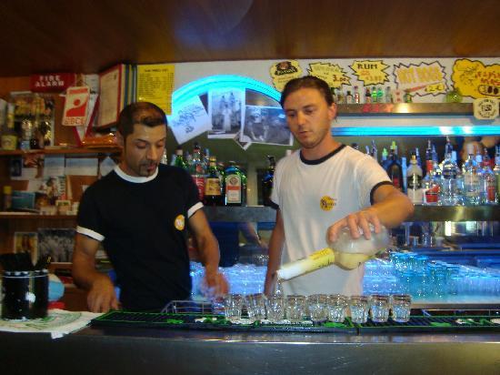 Hotel Morfeo - Young People Hotels: il bar del Morfeo non è mai vuoto... =)