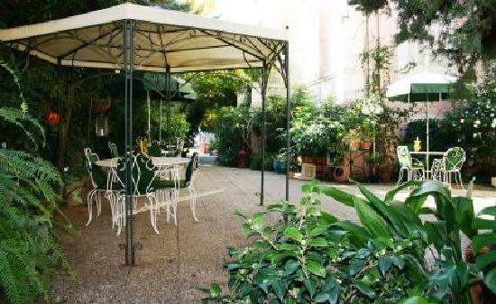 Hotel Le Vendome Villa Claudia: Vue du jardin