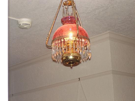 Bishop Victorian Hotel: Hallway lighting