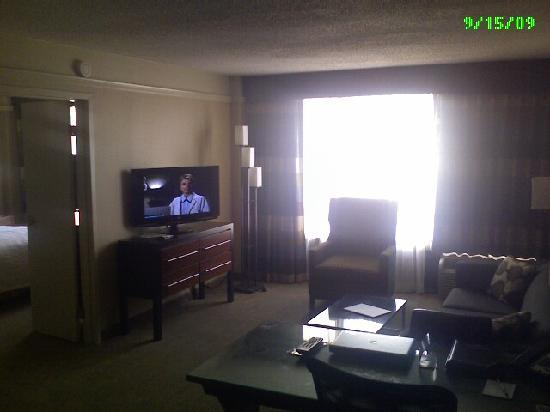 Crowne Plaza Hotel Kansas City Downtown: living room upon entering