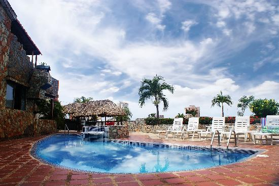 Hotel Castillo El Milagro: piscina