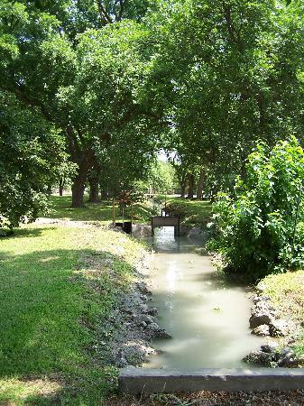 Weyrich Farm Bed & Breakfast: The irrigation system for the farm from the Rio...