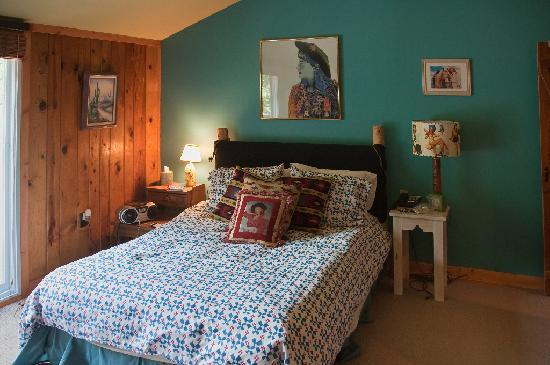 Kate's Lazy Meadow Motel: The Annie Oakley Suite