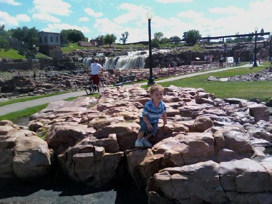 Sioux Falls, Южная Дакота: My son at the falls..