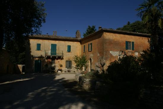Aia Vecchia di Montalceto: The owners' house which dates back from the middleages.