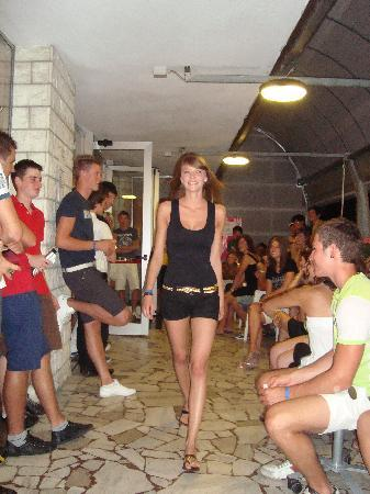 Hotel Morfeo - Young People Hotels: la sfilata di Miss Morfeo nell'atrio dell'Hotel...