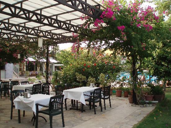 Club Alla Turca Outdoor Eating Area