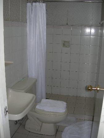 Perla Mansion Makati: bathroom