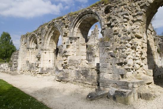 Mur de l'abbaye de Vauclair