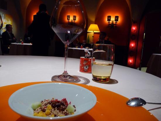 Restaurant Denis Martin: interprétation du Bircher Muesli (foie gras de canard, hibiscus, fruit de la passion, etc.)