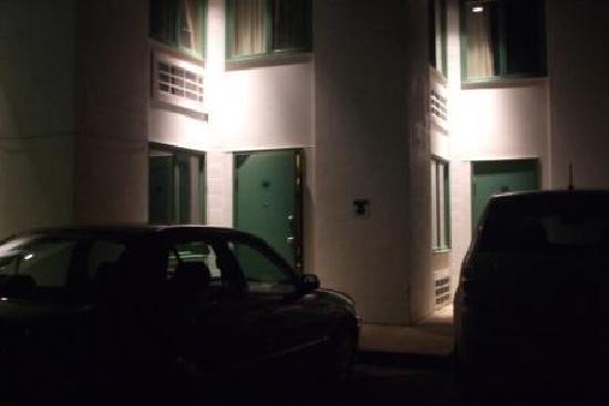 1026 Oasis Inn: Easy access to room (#107)