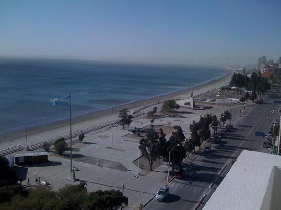 Hotel Peninsula Valdes: Una vista hacia la dcha. desde la habitacionabi