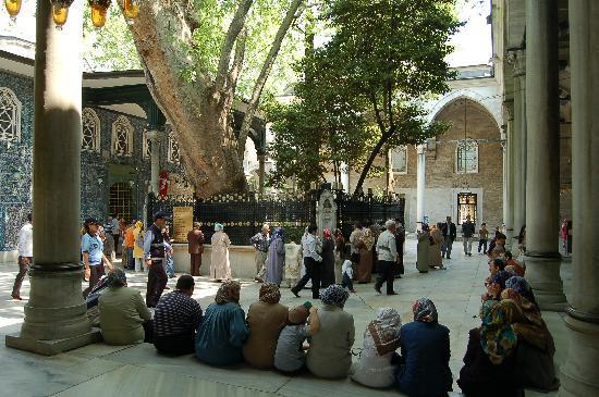 มัสยิดสุลต่าน เอยุพ (สุเหร่า สุลต่าน เอยุพ): the Eyüp coartyard
