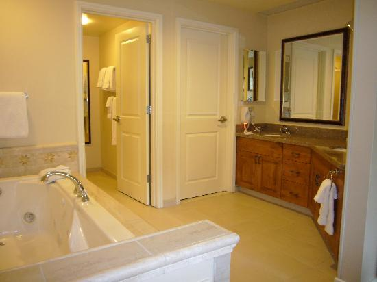 Marriott's StreamSide Evergreen at Vail : Master Bath