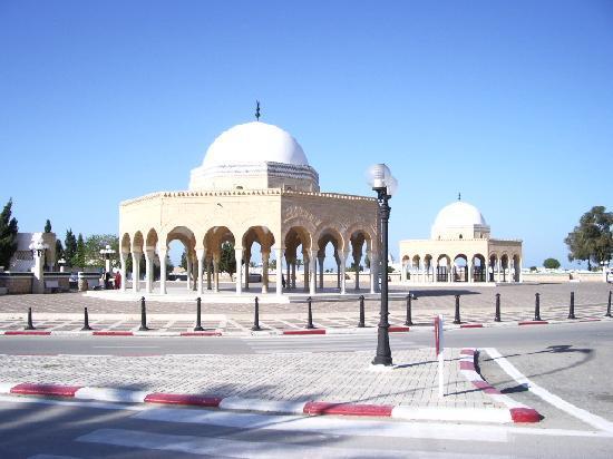 Ramada Liberty Resort Hotel: mausolé de Bourguiba à Monastir