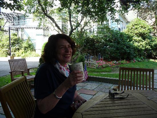 Brookline, ماساتشوستس: café en el jardín
