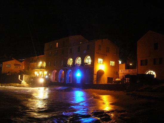 Hotel de la Plage Santa Vittoria : L'Hotel by night