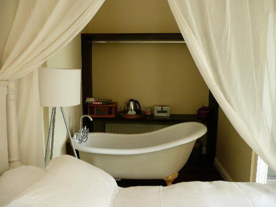 The Millhouse: bath tub