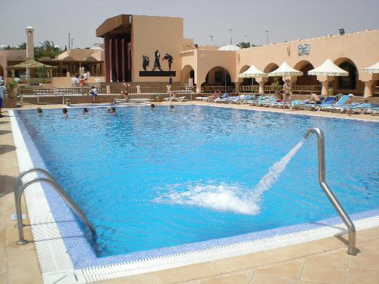 La piscine photo de club oasis marine zarzis tripadvisor for Club piscine orleans