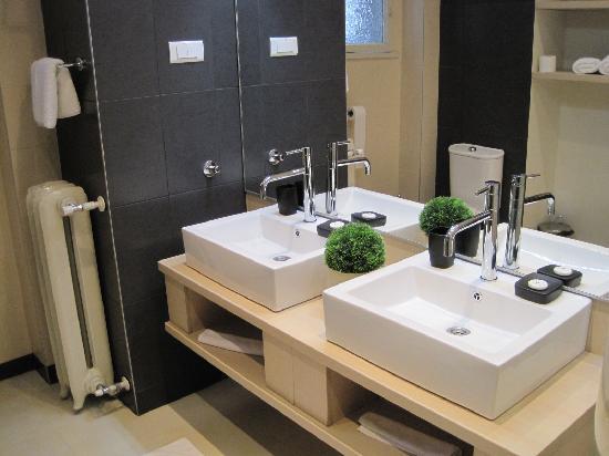 Hotel Excelsior : Bathroom