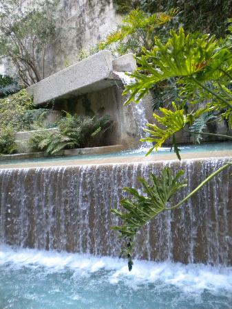 San Antonio Marriott Riverwalk: The falls