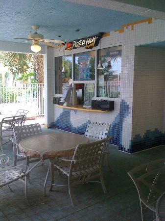 Residence Inn Orlando at SeaWorld: Pizza hut