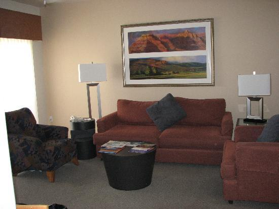 The Golf Villas at Oro Valley: Spacious living room w/ fireplace