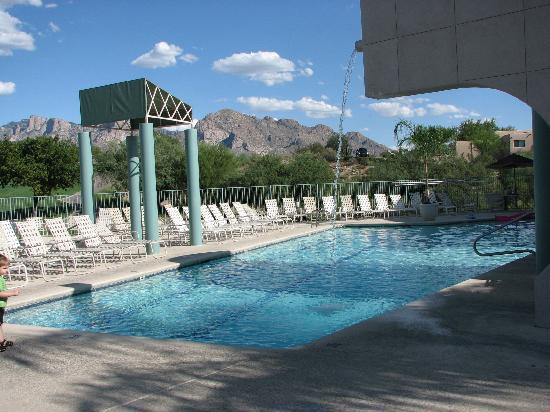 The Golf Villas at Oro Valley: Nice pool area....