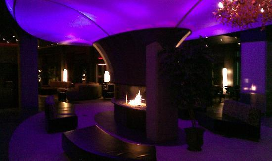 Grand Times Hotel: The lobby with the colour changing mood light