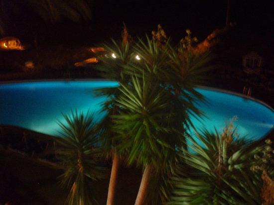 Hotel Algarve Casino: pool at night