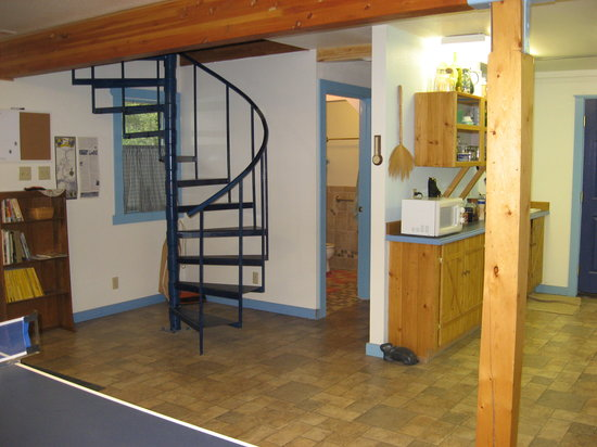 Northern Guest House: Kitchen and stairs to 2nd floor