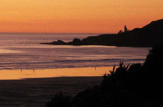 BEST WESTERN Agate Beach Inn: Sunset view from our room