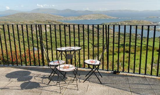 Scarriff Inn: Restaurant view