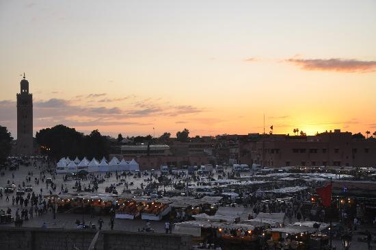 Riad Andalla: place djama el fna vue terrasse Andalla