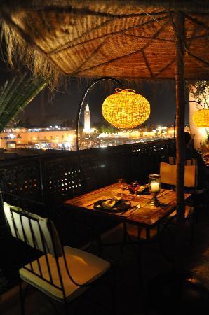 Terrasse repas le soir Riad Andalla