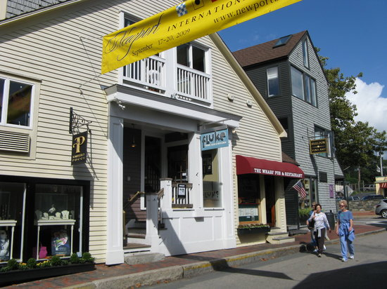 Fluke Wine Bar & Kitchen : an unpretentious entrance