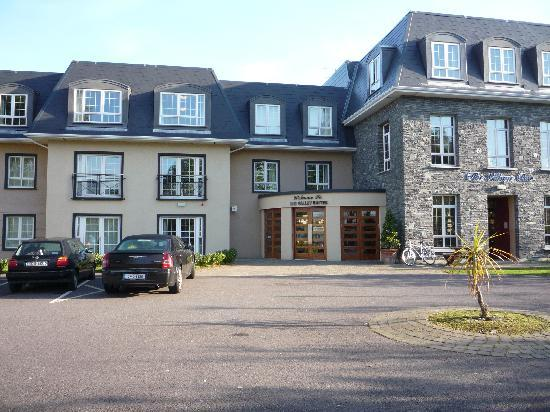 Travel Inn: Valley Suites Hotel