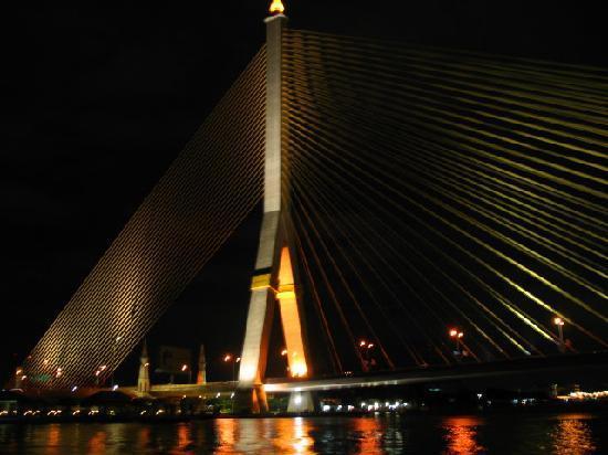 Bangkok, Tailandia: Ponte Rama VIII sul fiume Chao Praia