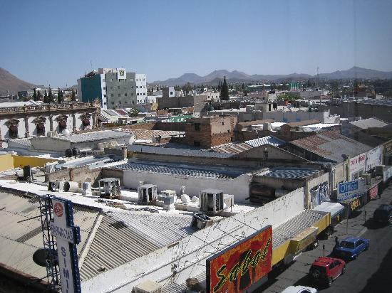 Quality Inn Chihuahua: View from the room...charming isn't it?!