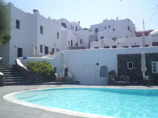 Finikia Memories: Aussicht vom Pool Richtung Hotel