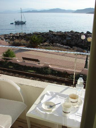 Hotel l'Escale Côté Sud : A good way to start the day