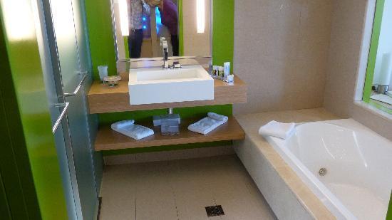 Lindos Blu: bathroom of standard room D246