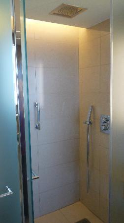 Lindos Blu: walk-in shower
