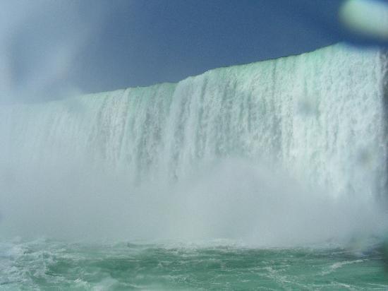 แคนาดา: Sous les chutes Niagara