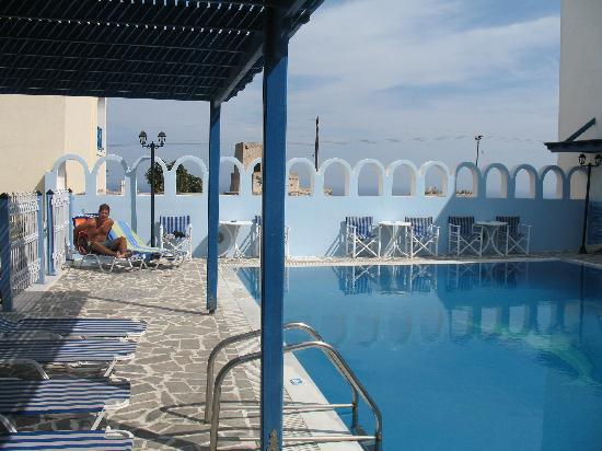 Blue Sky Hotel: Clean/Small Pool